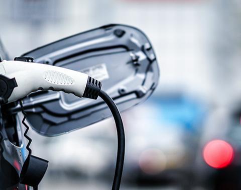 Carros elétricos ou a combustão